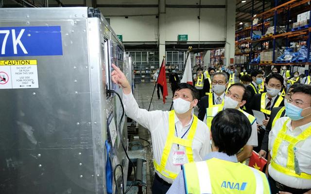 Gần 1 triệu liều vắc xin AstraZeneca của Chính phủ Nhật Bản đã về Việt Nam - Ảnh 1.
