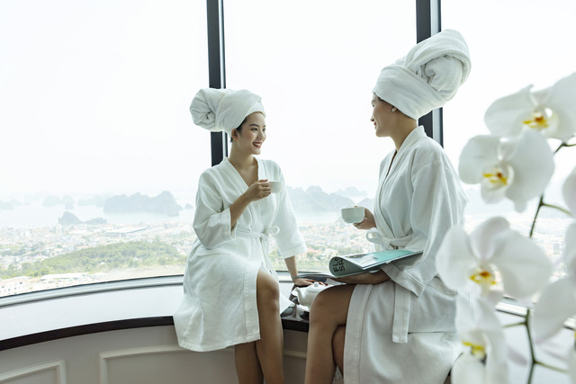 Bắt trend Staycation giữa thời giãn cách: Gia đình Việt săn kỳ nghỉ 5 sao tại resort gần nhà - Ảnh 1.