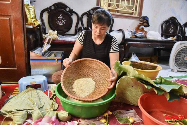 Gia đình Hà Nội suốt 70 năm làm trà ướp sen thượng hạng, giá lên đến chục triệu/kg - Ảnh 5.