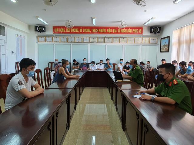 Bắt giữ 18 đối tượng liên quan đường dây cá độ bóng đá lớn tại Thừa Thiên Huế - Ảnh 1.