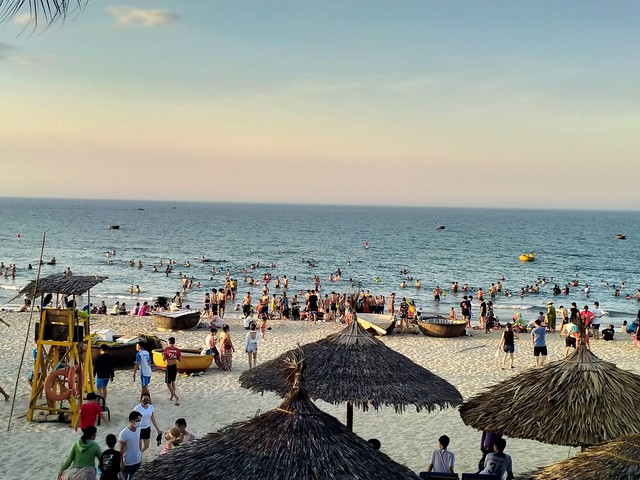Quảng Nam đảm bảo an toàn phòng chống dịch tại các bãi tắm biển công cộng - Ảnh 1.