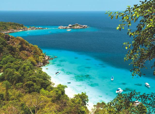 Đảo Phuket dự kiến đón khách quốc tế đã tiêm vaccine từ ngày 1/7 - Ảnh 1.