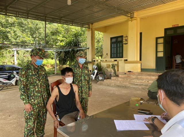 Bắt đối tượng người Lào vận chuyển 38.000 viên ma túy tổng hợp - Ảnh 1.