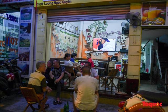 Hà Nội: Hàng loạt quán ăn uống, hàng quán vỉa hè bất chấp lệnh cấm hoạt động sau 21h - Ảnh 7.