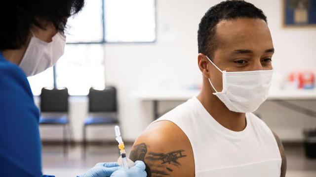 AP: Hầu hết các ca tử vong vì Covid-19 tại Mỹ đều không tiêm vaccine - Ảnh 1.