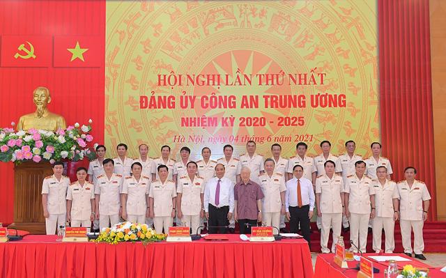 Công bố quyết định của Bộ Chính trị chỉ định nhân sự Đảng ủy công an Trung ương - Ảnh 2.