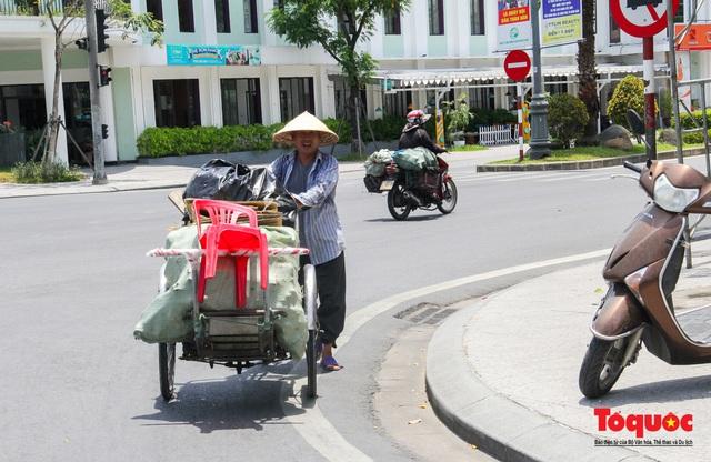Người dân Thừa Thiên Huế chật vật mưu sinh giữa nắng nóng - Ảnh 7.