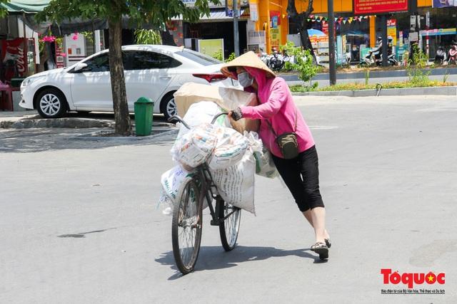 Người dân Thừa Thiên Huế chật vật mưu sinh giữa nắng nóng - Ảnh 5.