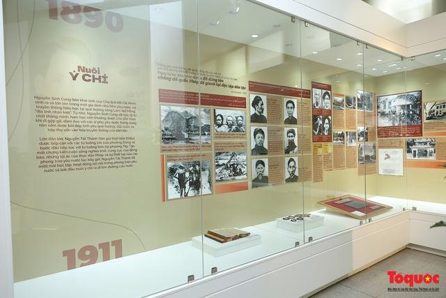"""Giới thiệu hơn 300 ảnh, tài liệu và hiện vật về Bác Hồ ở trưng bày chuyên đề """"Người đi tìm hình của nước"""" - Ảnh 4."""