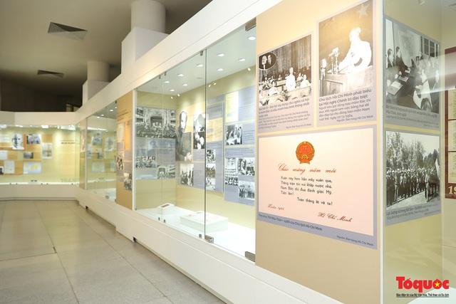 """Giới thiệu hơn 300 ảnh, tài liệu và hiện vật về Bác Hồ ở trưng bày chuyên đề """"Người đi tìm hình của nước"""" - Ảnh 13."""