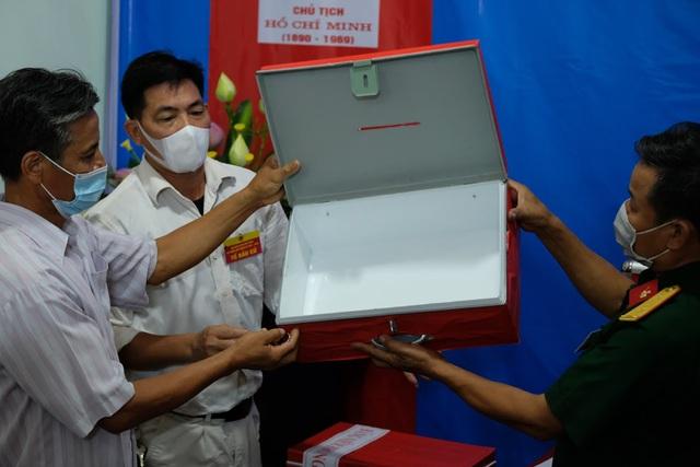 Hơn 1.000 cử tri Hà Nội đi bầu cử lại - Ảnh 8.