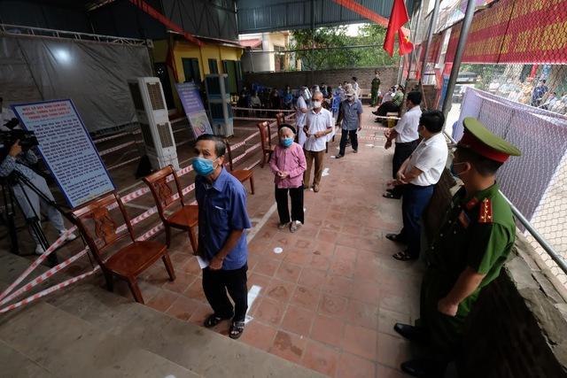 Hơn 1.000 cử tri Hà Nội đi bầu cử lại - Ảnh 10.