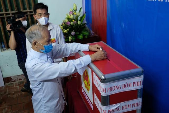Hơn 1.000 cử tri Hà Nội đi bầu cử lại - Ảnh 11.