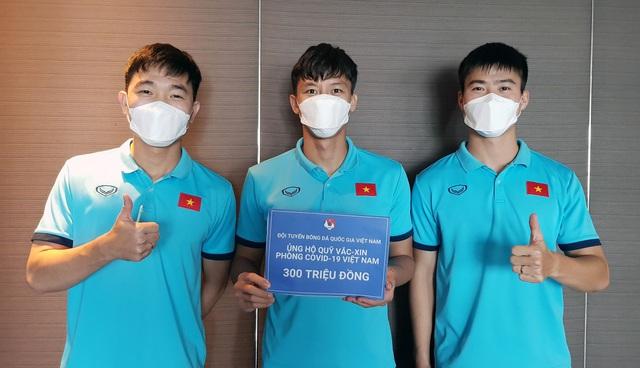 Đội tuyển Việt Nam ủng hộ 300 triệu đồng vào Quỹ vaccine phòng, chống Covid-19 - Ảnh 1.