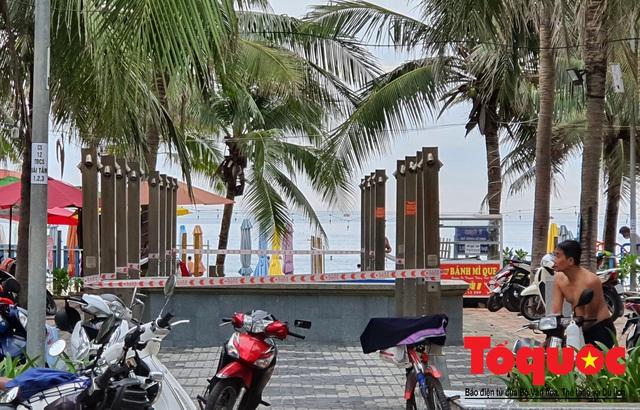 Người Đà Nẵng háo hức tắm biển từ sáng sớm, hàng quán vui mừng được phục vụ khách tại chỗ - Ảnh 14.