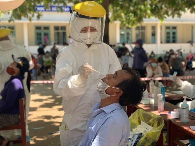 Bộ Y tế thành lập Tổ hỗ trợ công tác phòng, chống dịch COVID-19 tại Quảng Ngãi; Thanh niên bịa chuyện bố bị bệnh rồi xin ra khỏi khu phong tỏa mua ma túy - Ảnh 1.