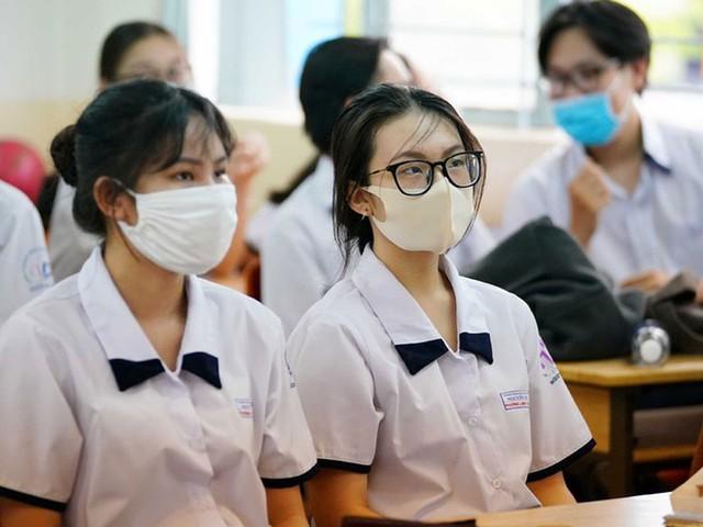 TP.HCM: Điều chỉnh kế hoạch tuyển sinh đầu cấp, đề xuất xét đặc cách tốt nghiệp THPT cho thí sinh thi đợt 2 - Ảnh 1.