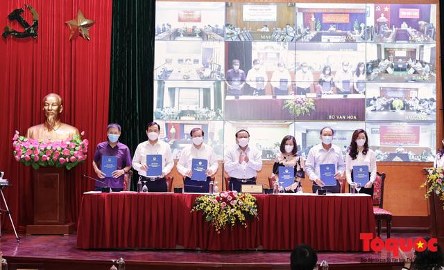 Lần đầu tiên ký cam kết trách nhiệm của người đứng đầu các đơn vị với Bộ trưởng - Ảnh 2.