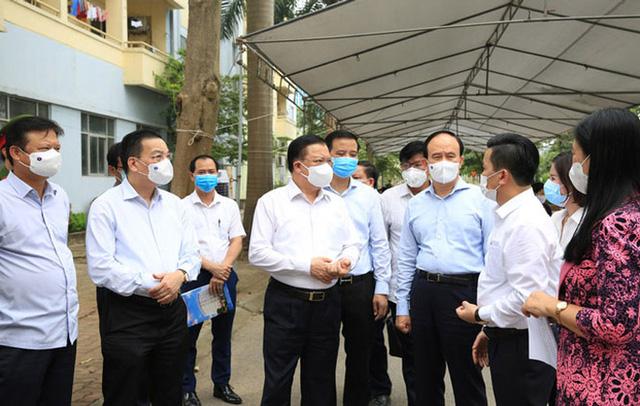 Bí thư Hà Nội nhắc nhở một số chốt kiểm dịch cửa ngõ thành phố chưa thực hiện nghiêm túc nhiệm vụ - Ảnh 1.