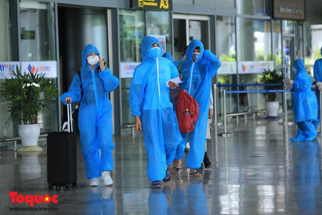 Đà Nẵng, Quảng Nam đón người dân từ TPHCM về quê - Ảnh 4.