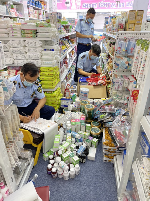 Xử phạt trên 100 triệu đồng cơ sở kinh doanh hàng nhập lậu - Ảnh 1.
