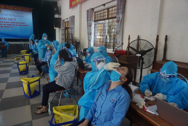 Đà Nẵng: Nhiều chuỗi lây nhiễm chưa rõ nguồn; Thành phố yêu cầu mọi người dân ở nhà, chỉ ra ngoài khi cần thiết, cấm hoạt động shipper - Ảnh 1.