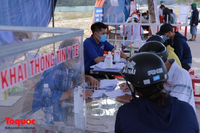 Người từ Đà Nẵng vào Quảng Nam phải cách ly tập trung ít nhất 7 ngày; Đà Nẵng tạm dừng tiếp nhận trực tiếp hồ sơ hành chính  - Ảnh 1.
