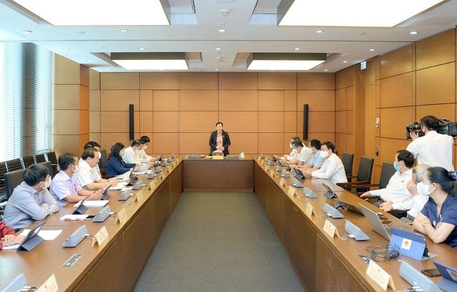 Báo cáo kinh tế - xã hội của Chính phủ đã đặt con người vào vị trí trung tâm của sự phát triển - Ảnh 1.