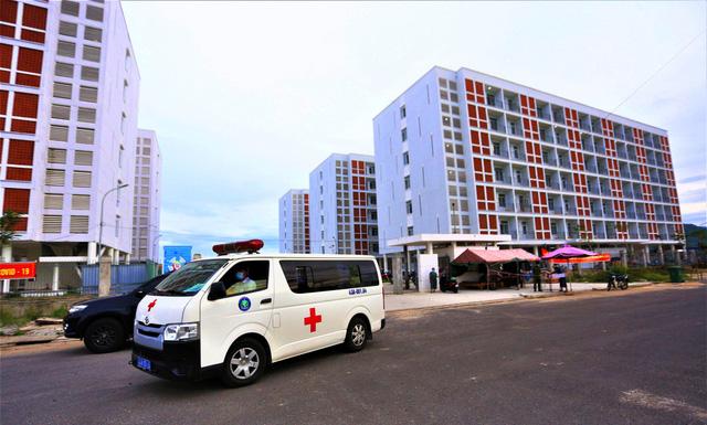 Ảnh: Bệnh viện dã chiến số 1 quy mô 1.700 giường điều trị bệnh nhân COVID-19 ở Đà Nẵng hoạt động - Ảnh 1.
