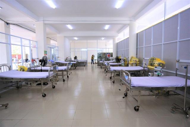 Ảnh: Bệnh viện dã chiến số 1 quy mô 1.700 giường điều trị bệnh nhân COVID-19 ở Đà Nẵng hoạt động - Ảnh 2.