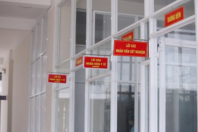 Ảnh: Bệnh viện dã chiến số 1 quy mô 1.700 giường điều trị bệnh nhân COVID-19 ở Đà Nẵng hoạt động - Ảnh 11.