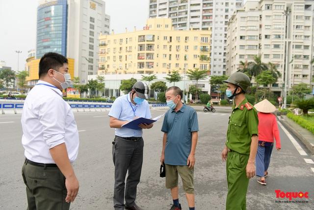 Hà Nội: Người dân thủ đô bị lập biên bản, nhắc nhở khi đi tập thể dục - Ảnh 8.