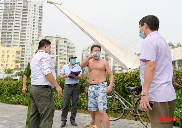 Hà Nội: Người dân thủ đô bị lập biên bản, nhắc nhở khi đi tập thể dục - Ảnh 7.