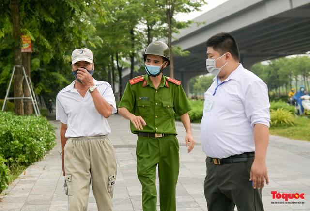 Hà Nội: Người dân thủ đô bị lập biên bản, nhắc nhở khi đi tập thể dục - Ảnh 13.