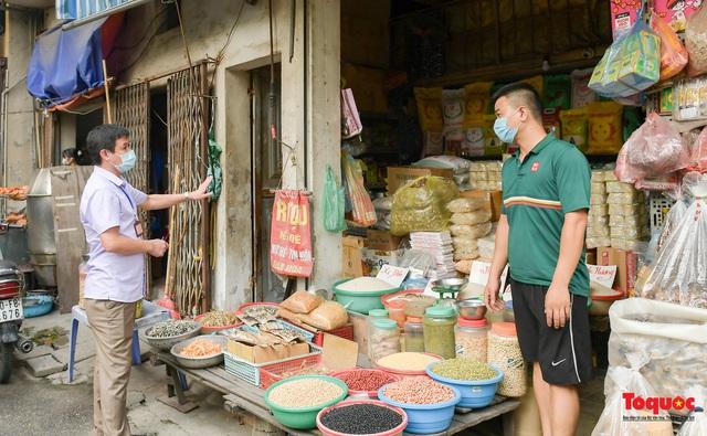 Hà Nội: Người dân thủ đô bị lập biên bản, nhắc nhở khi đi tập thể dục - Ảnh 1.