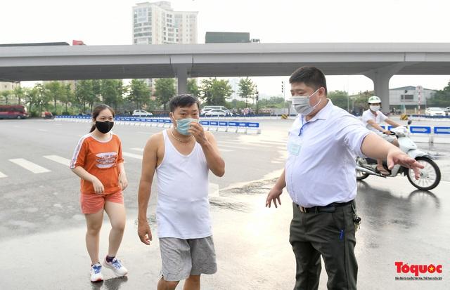 Hà Nội: Người dân thủ đô bị lập biên bản, nhắc nhở khi đi tập thể dục - Ảnh 9.