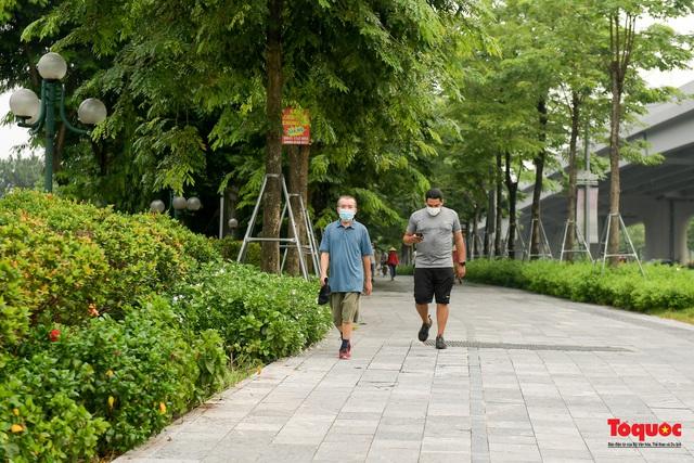 Hà Nội: Người dân thủ đô bị lập biên bản, nhắc nhở khi đi tập thể dục - Ảnh 5.