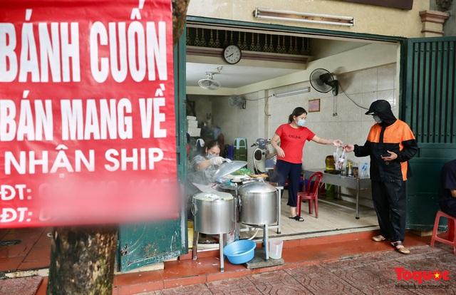 Hàng bánh cuốn nổi tiếng Hà Nội bán 100 suất mang về mỗi ngày giữa mùa dịch - Ảnh 10.