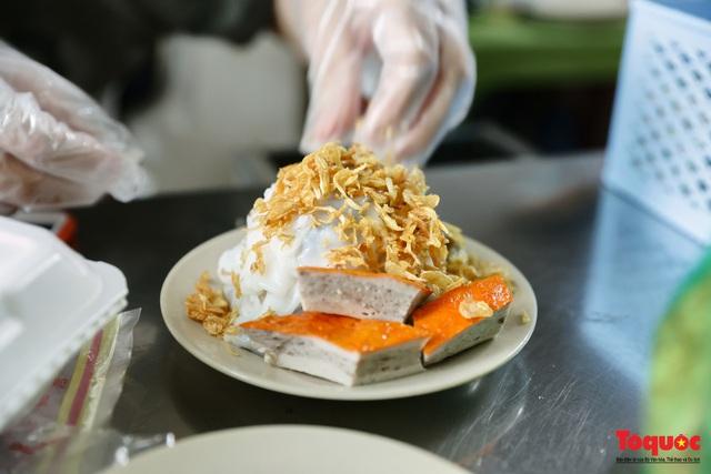 Hàng bánh cuốn nổi tiếng Hà Nội bán 100 suất mang về mỗi ngày giữa mùa dịch - Ảnh 9.