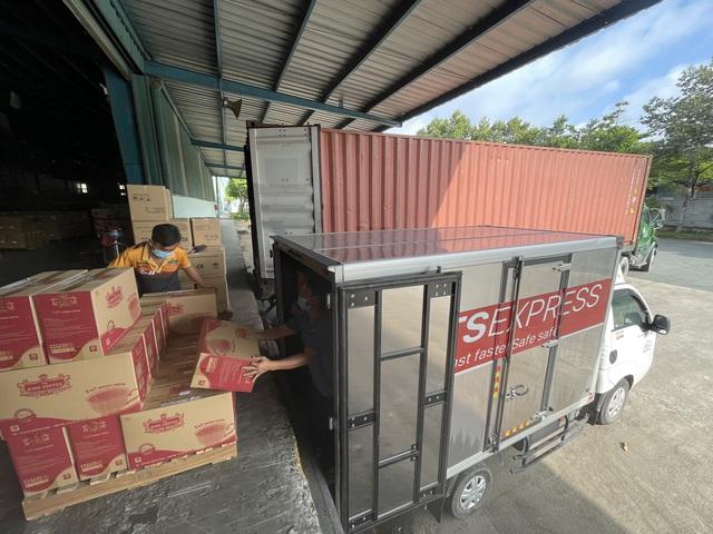 TNI King Coffee tiếp tục hỗ trợ các y bác sĩ tuyến đầu chống dịch tại TP.HCM và Bình Dương - Ảnh 2.