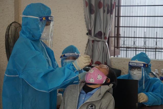 Đà Nẵng thêm 37 ca dương tính SARS-CoV-2, phát thông báo khẩn tìm người đã đến khu vực có khả năng lây nhiễm COVID-19 - Ảnh 1.