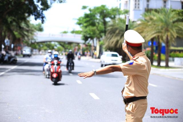 Đà Nẵng lập nhiều chốt trên các tuyến đường kiểm tra người ra đường không cần thiết - Ảnh 3.