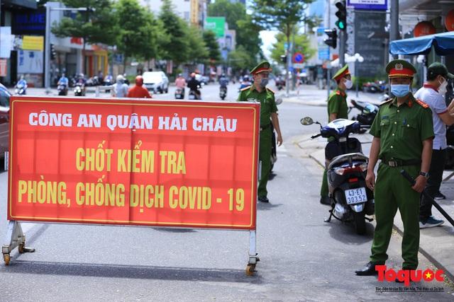 Đà Nẵng lập nhiều chốt trên các tuyến đường kiểm tra người ra đường không cần thiết - Ảnh 2.