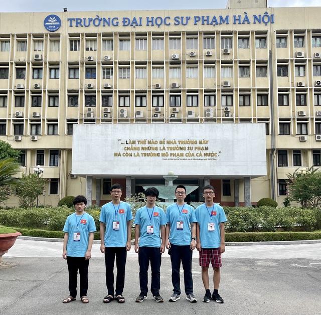 Việt Nam giành 3 Huy chương Vàng, 2 Huy chương Bạc tại Olympic Vật lý 2021 - Ảnh 1.