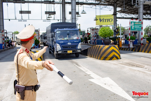Không thực hiện kiểm tra đối với các phương tiện vận chuyển hàng hóa thiết yếu, lương thực, thực phẩm - Ảnh 1.