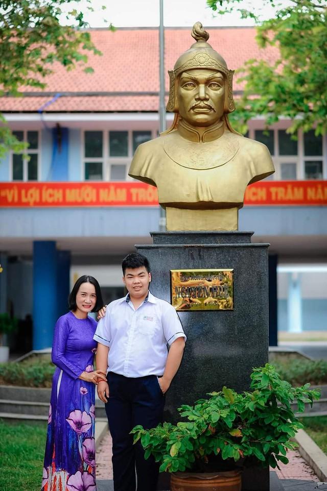 Thừa Thiên Huế có 1 thí sinh đạt điểm 10 môn Ngữ văn - Ảnh 1.