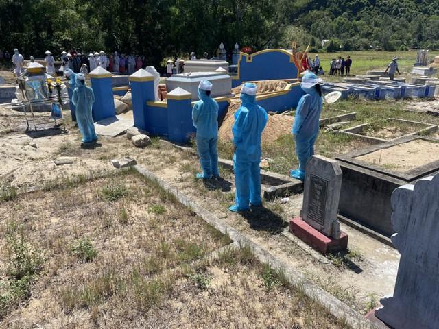 5 anh em ruột đang cách ly được tạo điều kiện về dự lễ tang bố trong điều kiện phòng chống dịch - Ảnh 1.