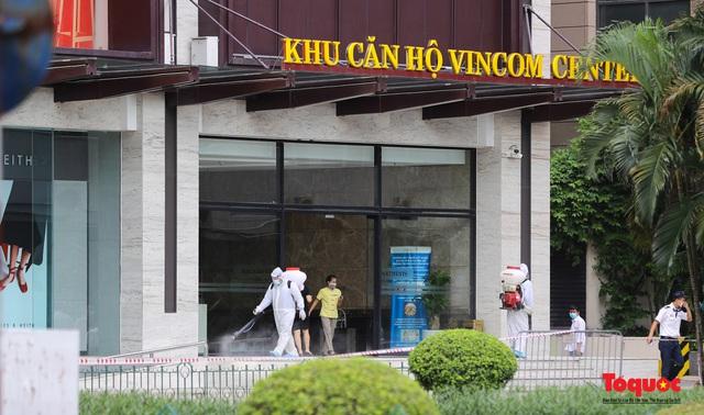 Hà Nội :Phong tỏa tạm thời Vincom Bà Triệu, truy vết ca nghi mắc Covid-19 - Ảnh 5.