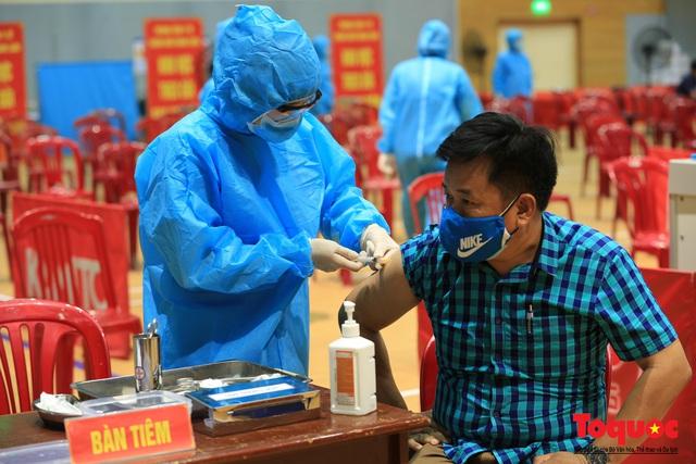 Đà Nẵng bắt đầu tiêm vaccine diện rộng - Ảnh 14.