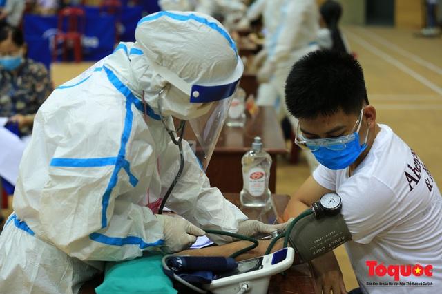 Đà Nẵng bắt đầu tiêm vaccine diện rộng - Ảnh 9.
